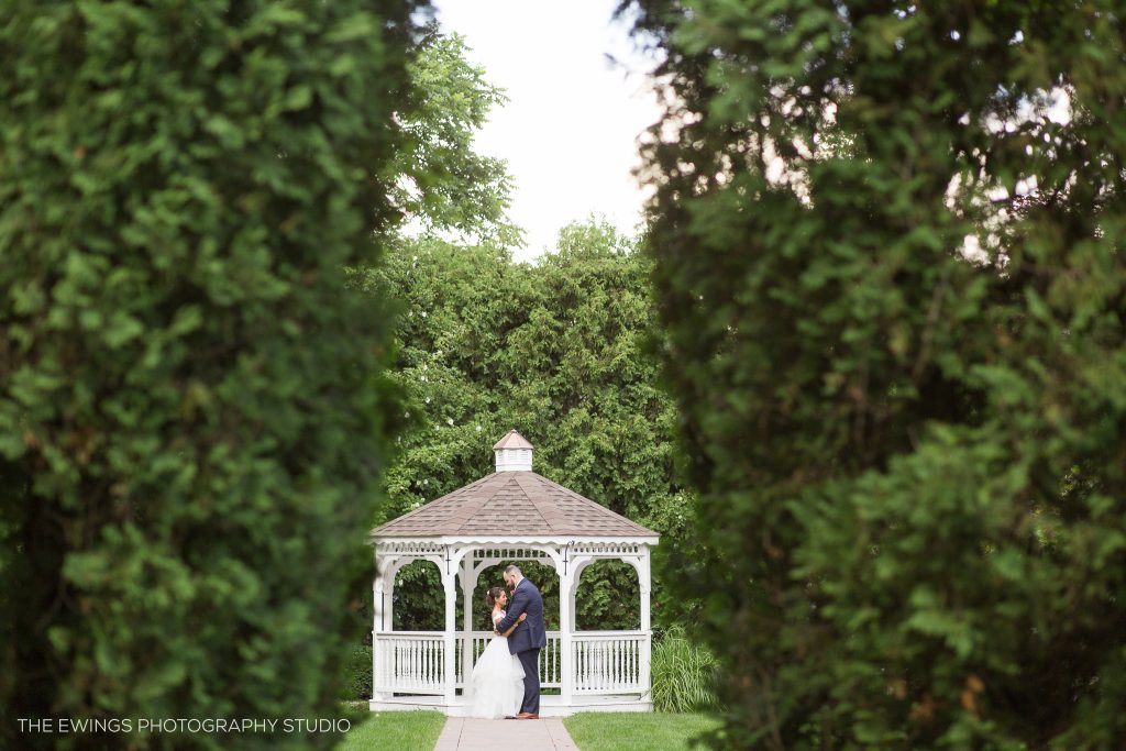 Chocksett Inn wedding photographers in Sterling MA photograph a garden wedding venue in Central Mass that can accommodate over 200 people.